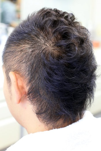 髪が柔らかくてボリュームが出ない方にアイロンパーマ