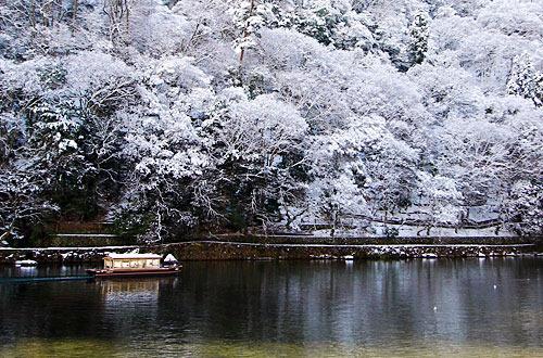 雪の保津川