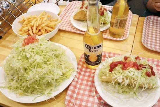 沖縄テイストのクイーンタコス