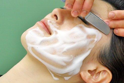 女性のお顔剃り
