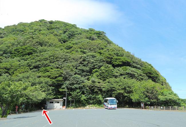 経が岬灯台への登山道の入り口
