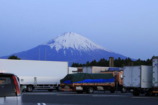 足柄サービスエリアで見る富士山
