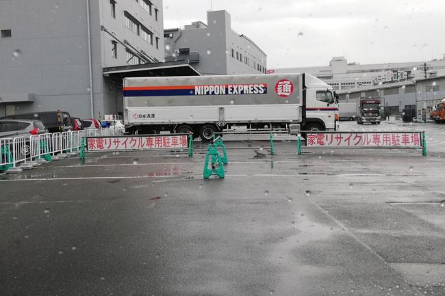 日本通運 天王寺支店八尾倉庫駐車場