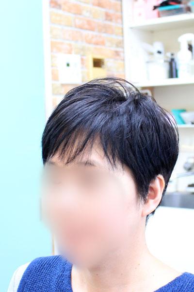 女性のショートヘア